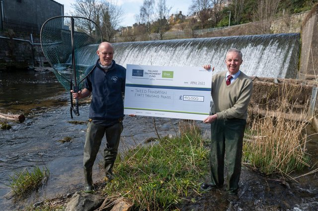 Fallago Environment Fund Chairman, Gareth Baird presents a cheque for £40,000 to Tweed Foundation biologist, James Hunt to help fund a smolt-tracking survey that aims to improve Atlantic Salmon stocks on the River Tweed.