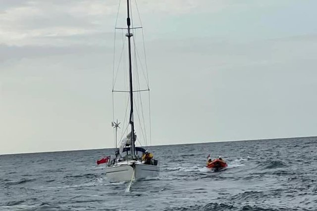 The yacht had lobster pot ropes caught round its rudder. Photo: Berwick-upon-Tweed RNLI.