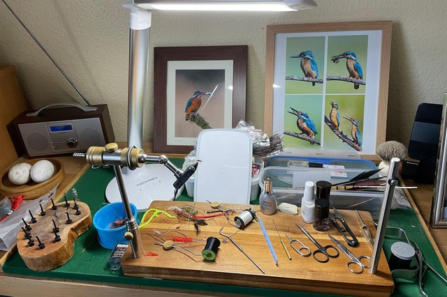The top of Bob Smith's untidy fly tying desk